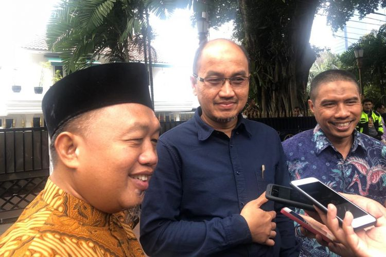 Prasetio berikan buku kebijakan Ahok untuk kandidat Wagub DKI