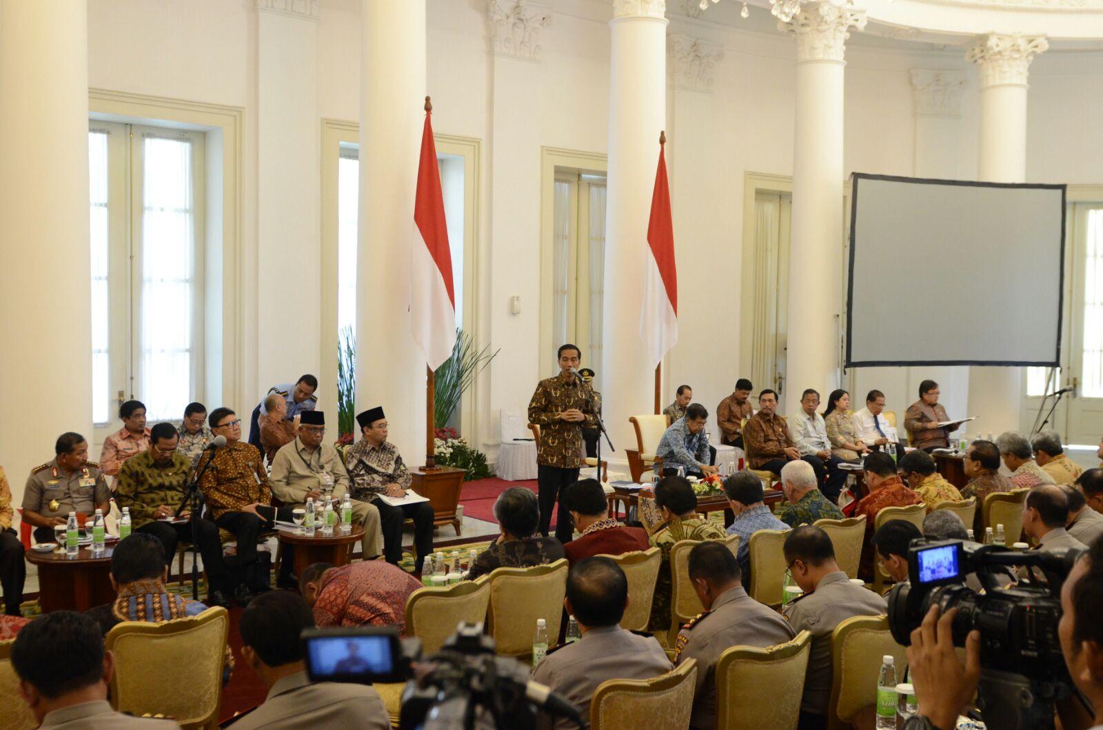 Rapat Sidang Jokowi Membatalkan Kenaikan Harga BBM
