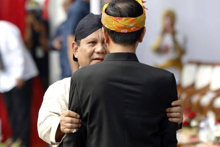 Prabowo Subianto bersama Joko Widodo