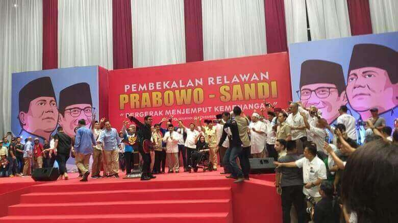 Bekali relawan Prabowo, Amien Rais nyanyi lagu 2019 ganti presiden
