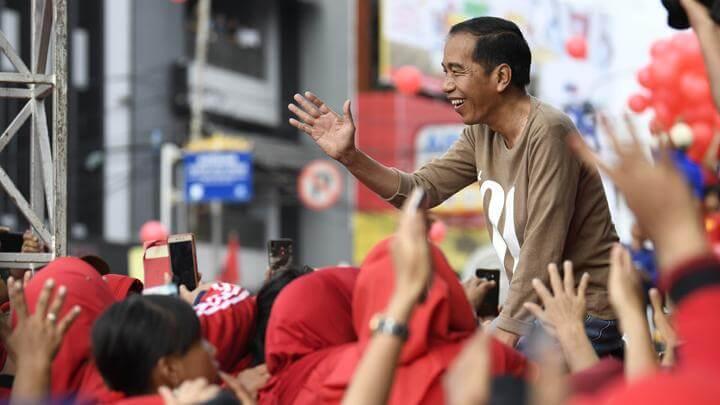 Oposisi banyak beri poin, Jokowi blusukan tempe hanya 3000