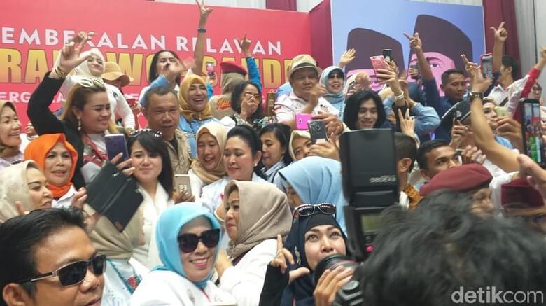 Titiek Soeharto ramaikan jalan bareng relawan
