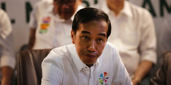 Serang balik, Jokowi dinilai panik soal elektabilitas